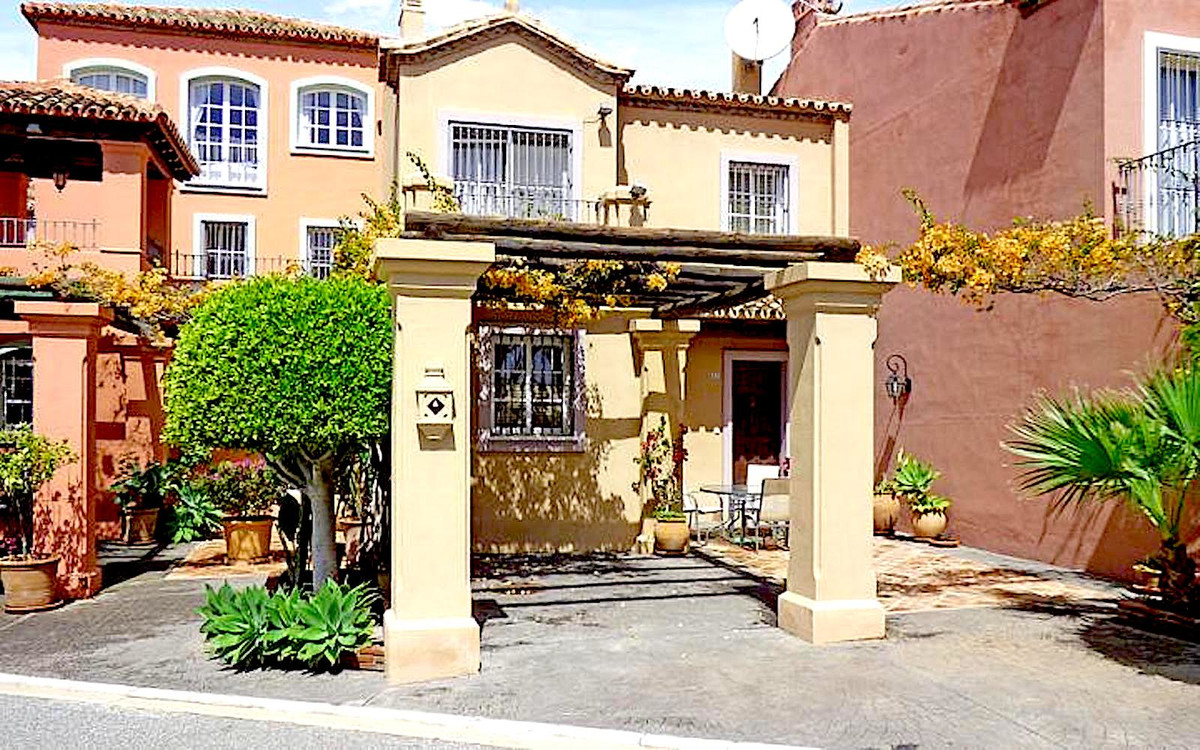 Townhouse Terraced in Monte Halcones, Costa del Sol