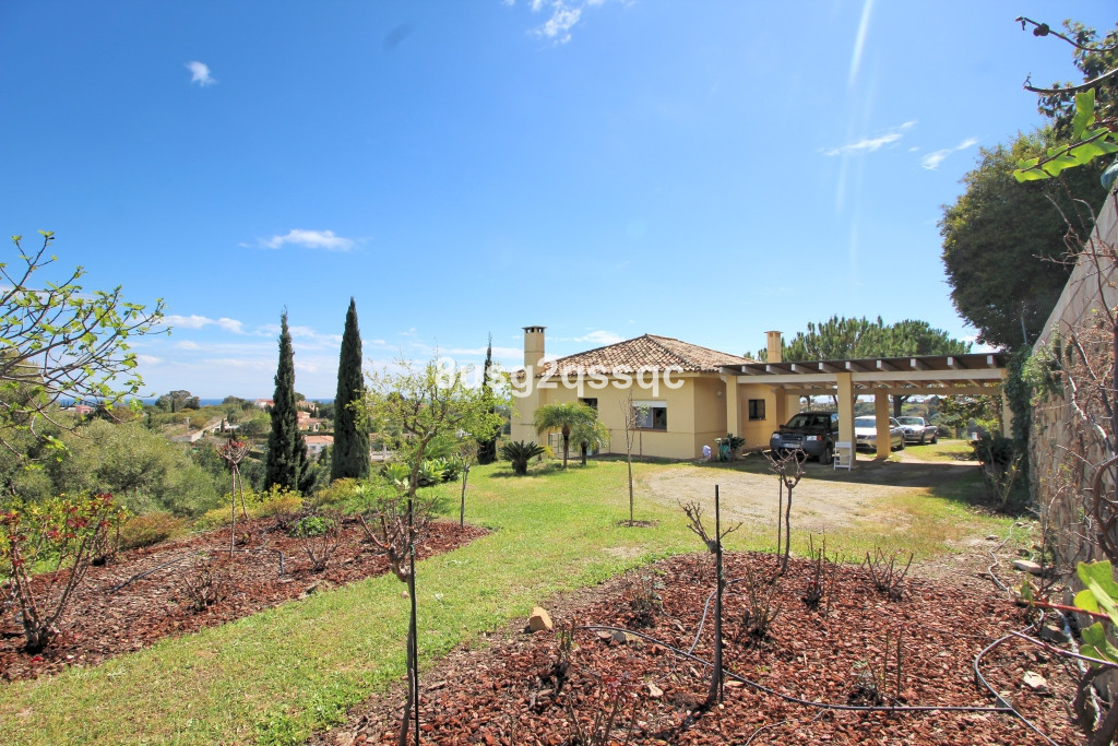 Finca for sale in Estepona