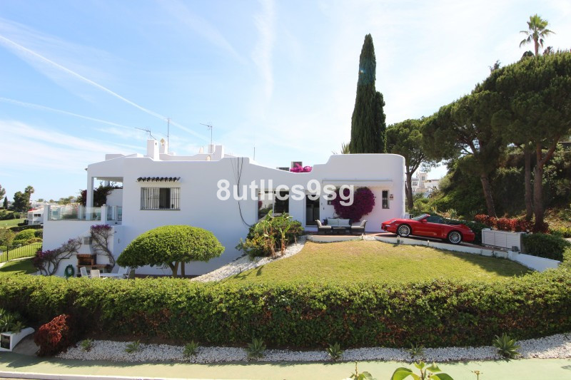 Lovely corner villa completely renovated and decorated on the front line of Golf Aloha, overlooking , Spain