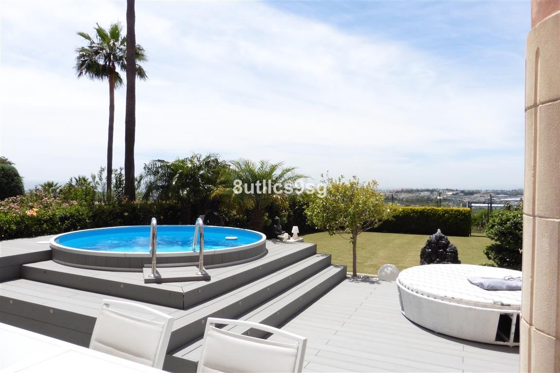 Great 3 bedrooms ground floor apartment in Magna Marbella, Nueva Andalucia, with large private garde,Spain