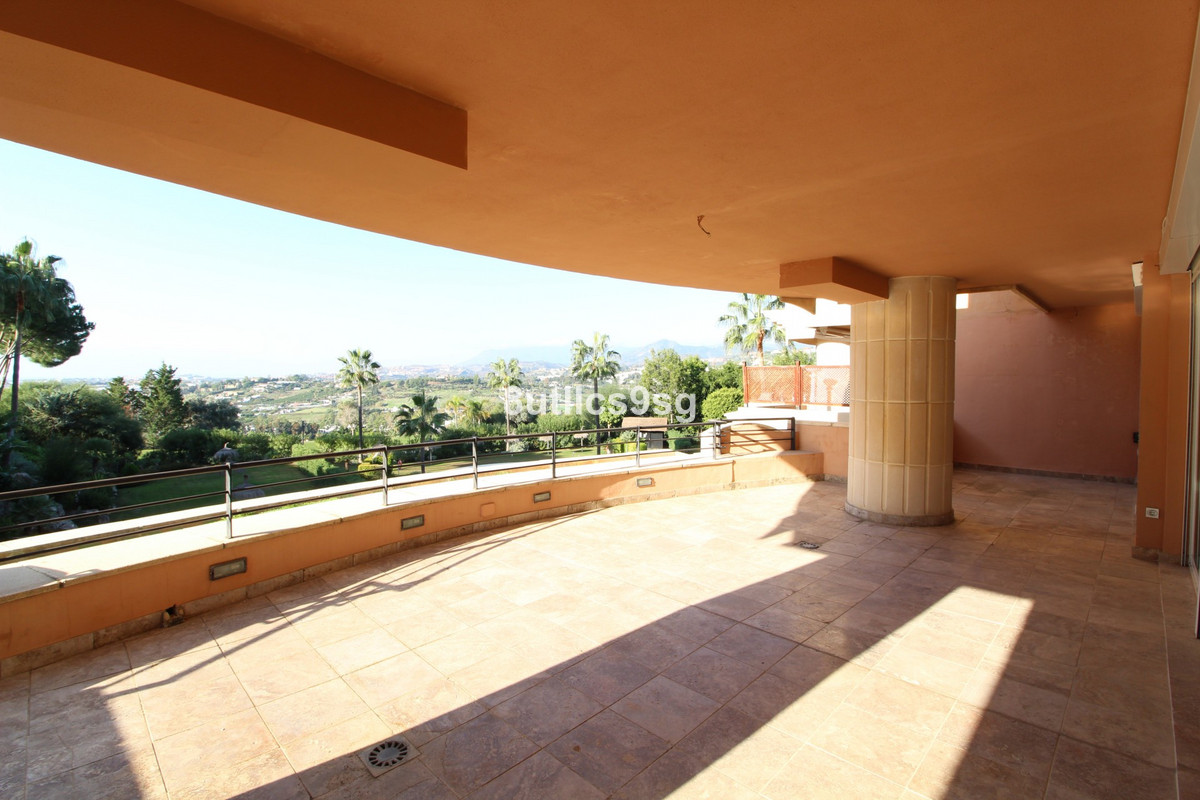 Great corner apartment, with 4 bedrooms in Magna Marbella, in Nueva Andalucia, facing south west, ov, Spain