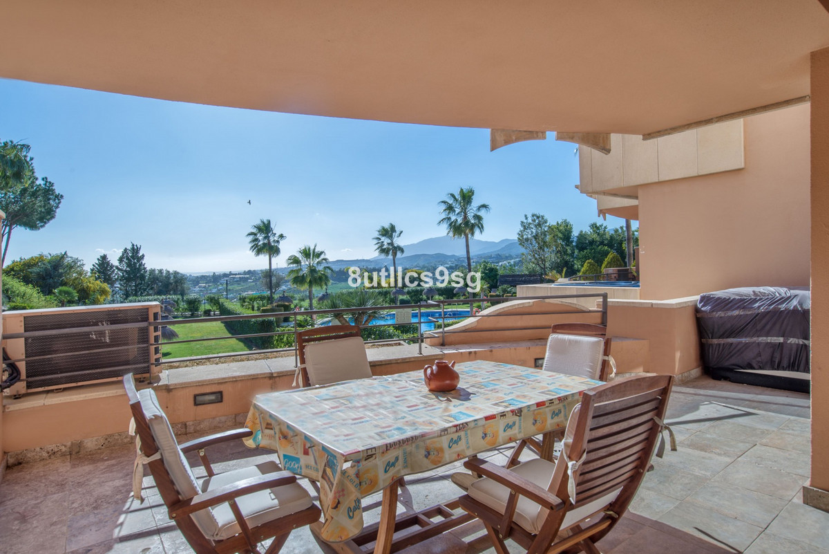 Apartment with 2 bedrooms, 2 bathrooms and 1 toilet in the prestigious Magna Marbella, Nueva Andaluc,Spain