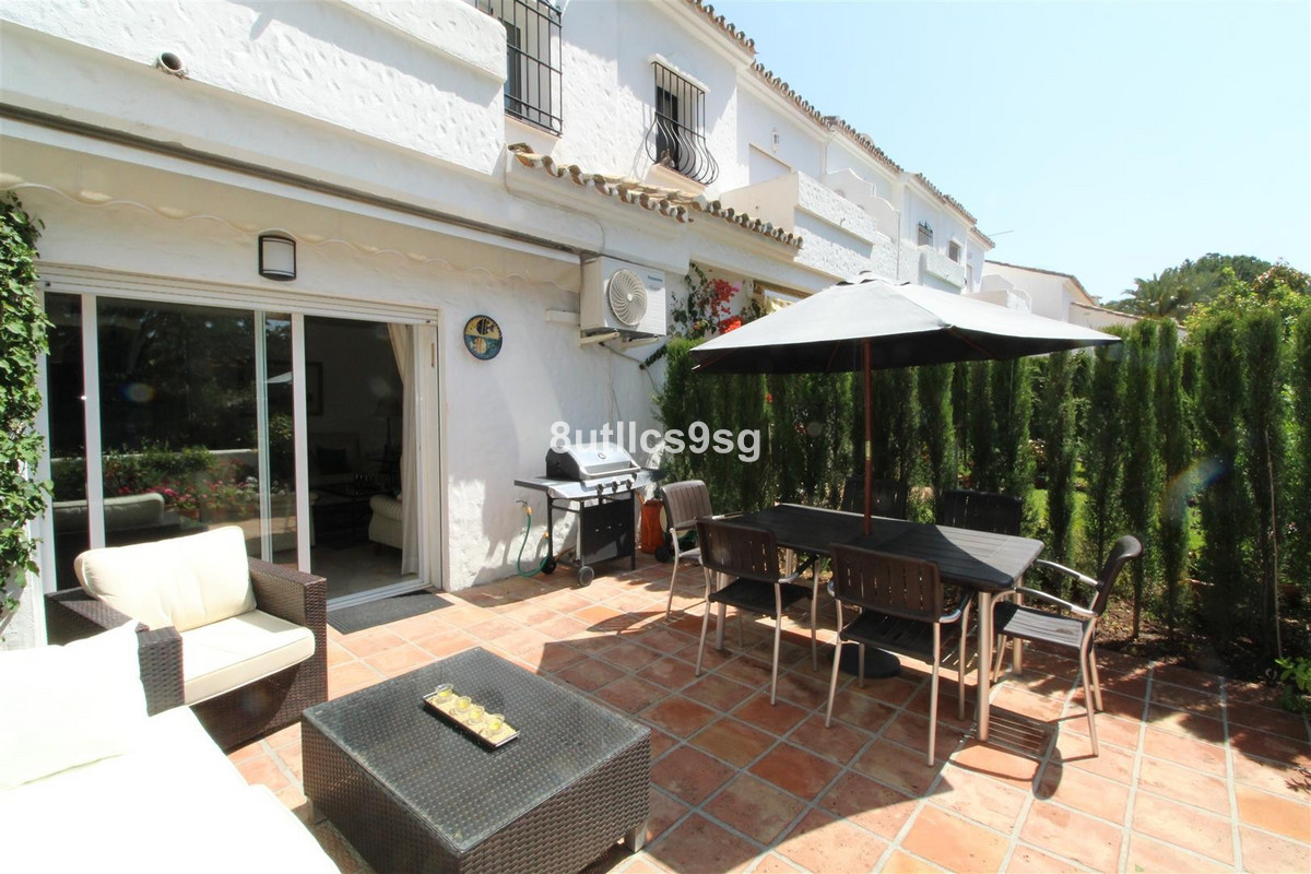 Beautiful townhouse in gated community, next to the prestigious Real Club de Golf Las Brisas, in the,Spain