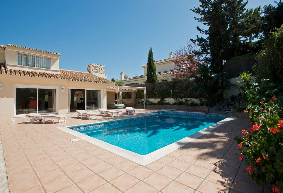 Villa te koop in Nueva Andalucía R3583384