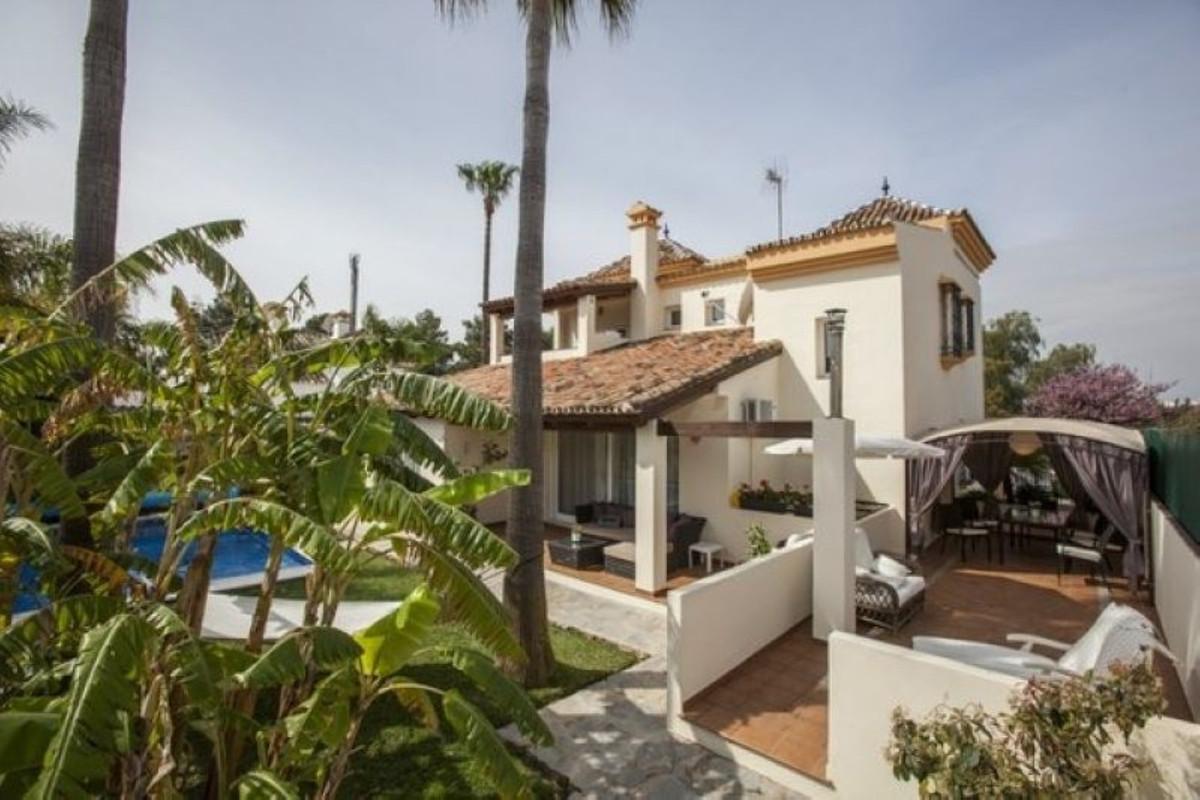 Detached Villa for sale in Nueva Andalucía R3912430