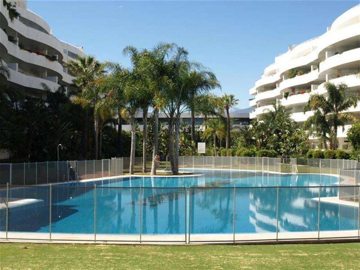 Marbella Banus Apartamento Planta Media en Venta en Puerto Banús – R3667634