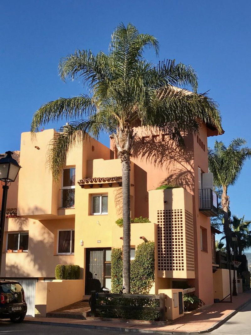 Townhouse in Nueva Andalucía