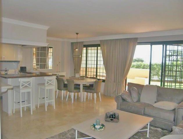 Apartment in Elviria