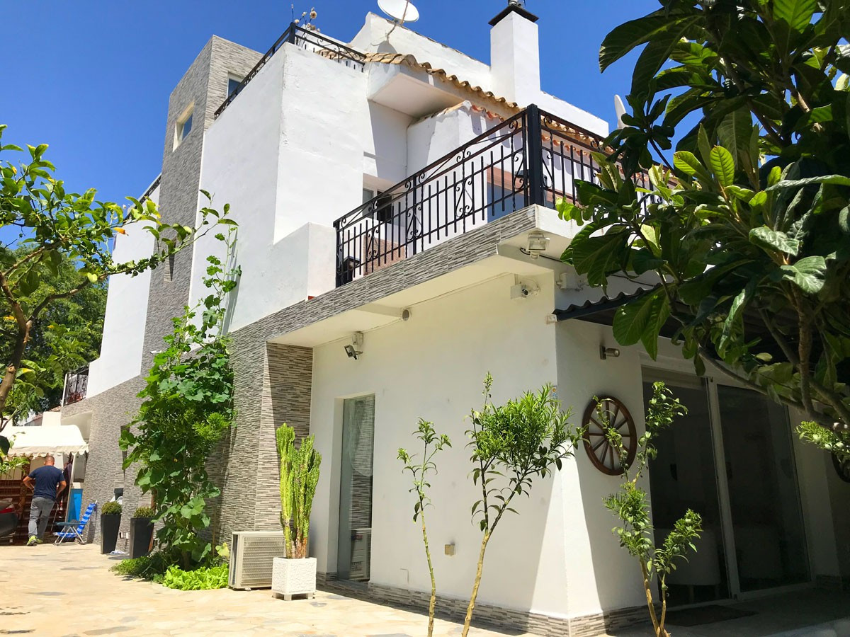 House, House, Location, Location. Beautiful townhouse in Nueva Andalucia, located close to all local, Spain