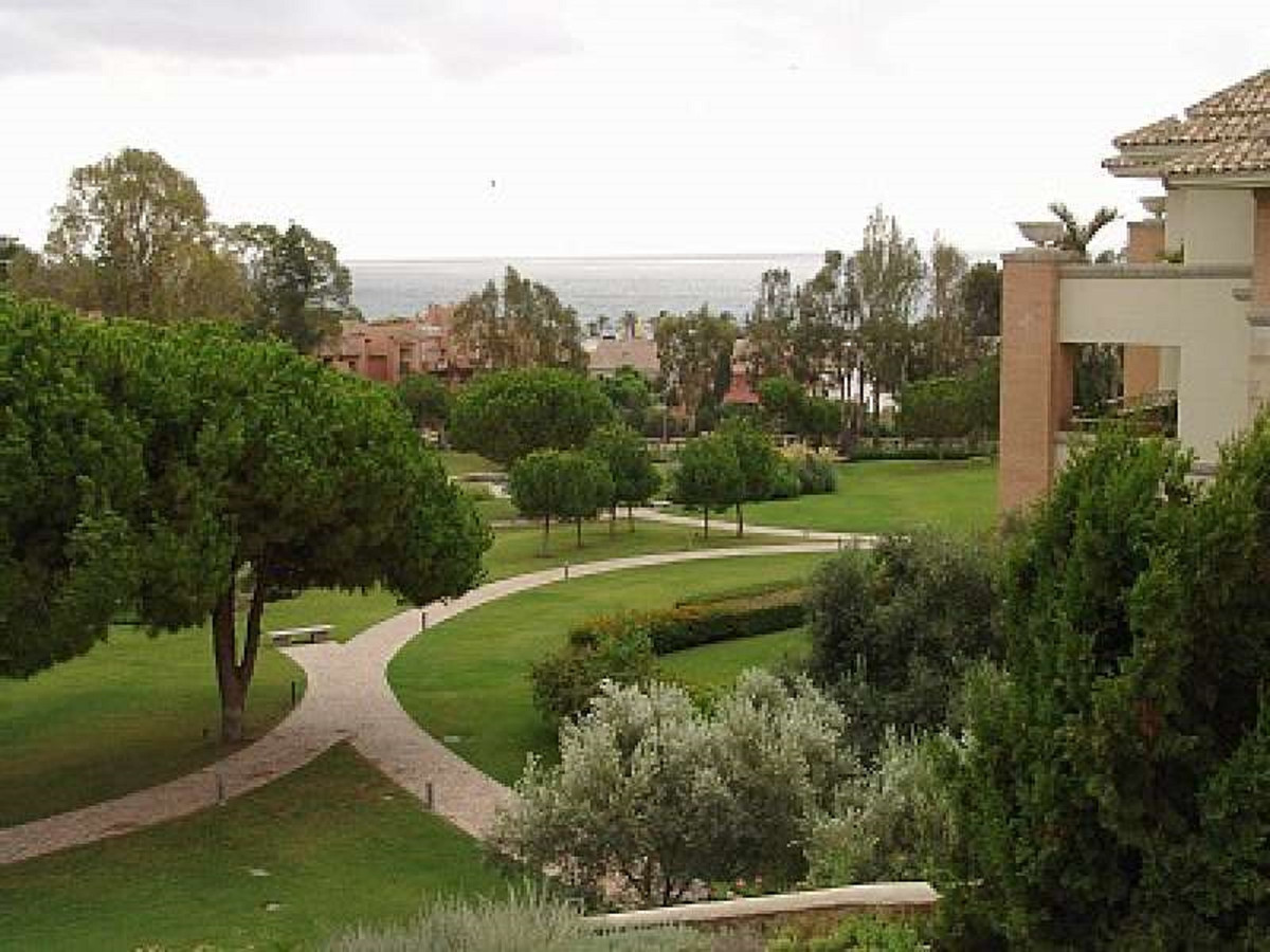 Beautiful classic style apartment in 5 Star - 24hr security gated complex set among beautiful garden,Spain