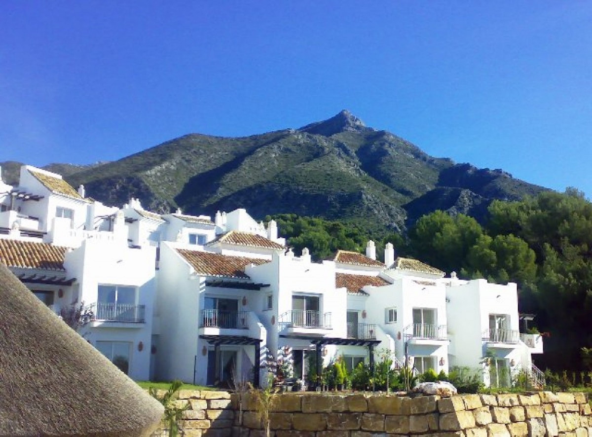 Lovely townhouse, in a very peaceful location, located half way up the Istan road, yet within 12 min,Spain