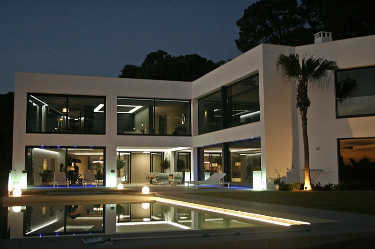 A palatial super modern home built to exacting standards and incorporating superior attention to det,Spain