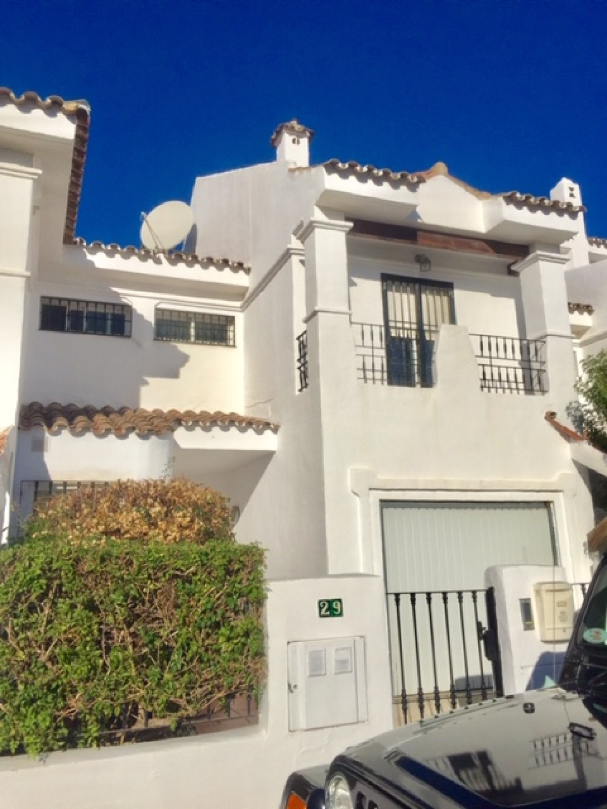 Nicely presented townhouse in Los Naranjos de Marbella situated in Nueva Andalucia with Puerto Banus,Spain