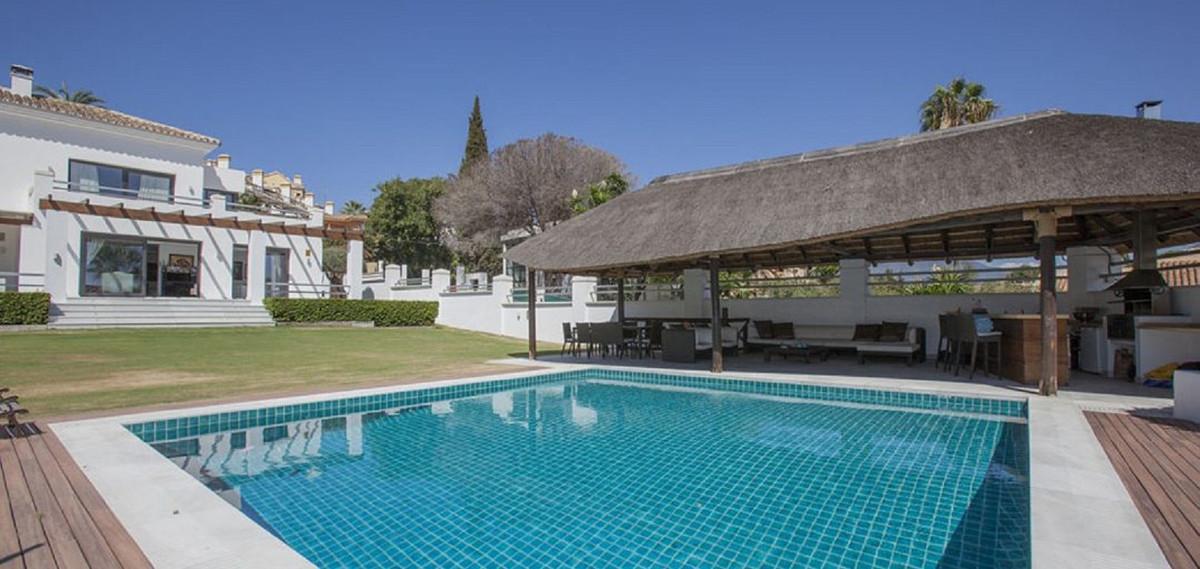 Detached Villa for sale in Nueva Andalucía R3506995