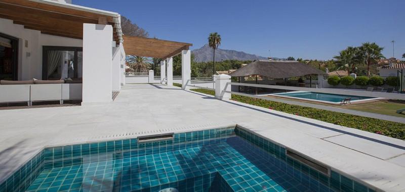 Villa – Chalet, Nueva Andalucía – R3506995