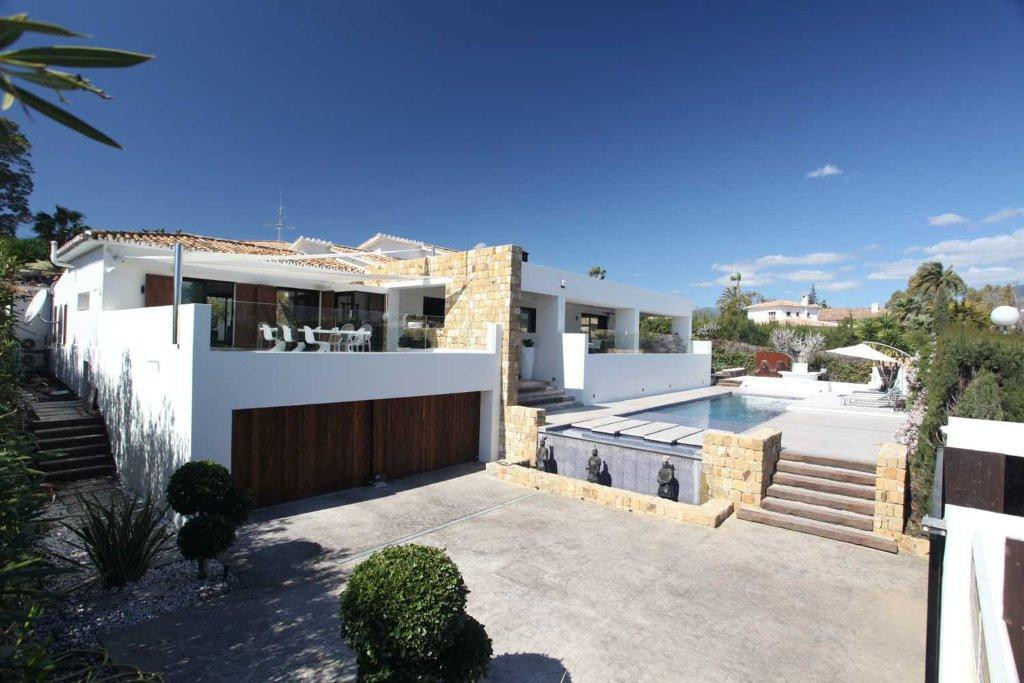 A ultra modern villa all on one level offering four bedroom, four bathrooms, with stunning views acr, Spain