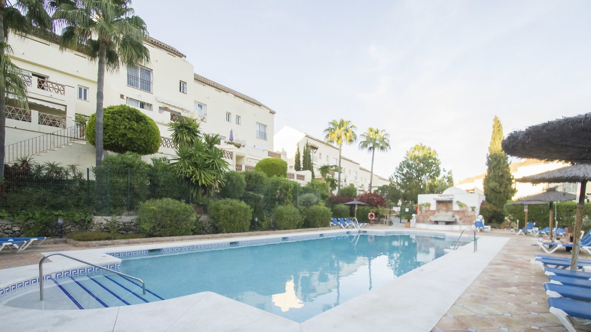 A substantial four bedroom family sized property in the hugely popular community of Los Pinos de Alo,Spain