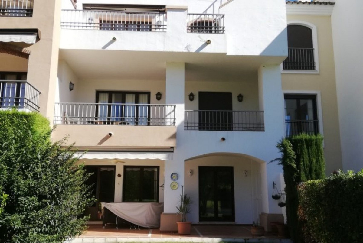 A beautifully presented 3 bed 2 bathroom apartment with a front line golf position with westerly ori,Spain