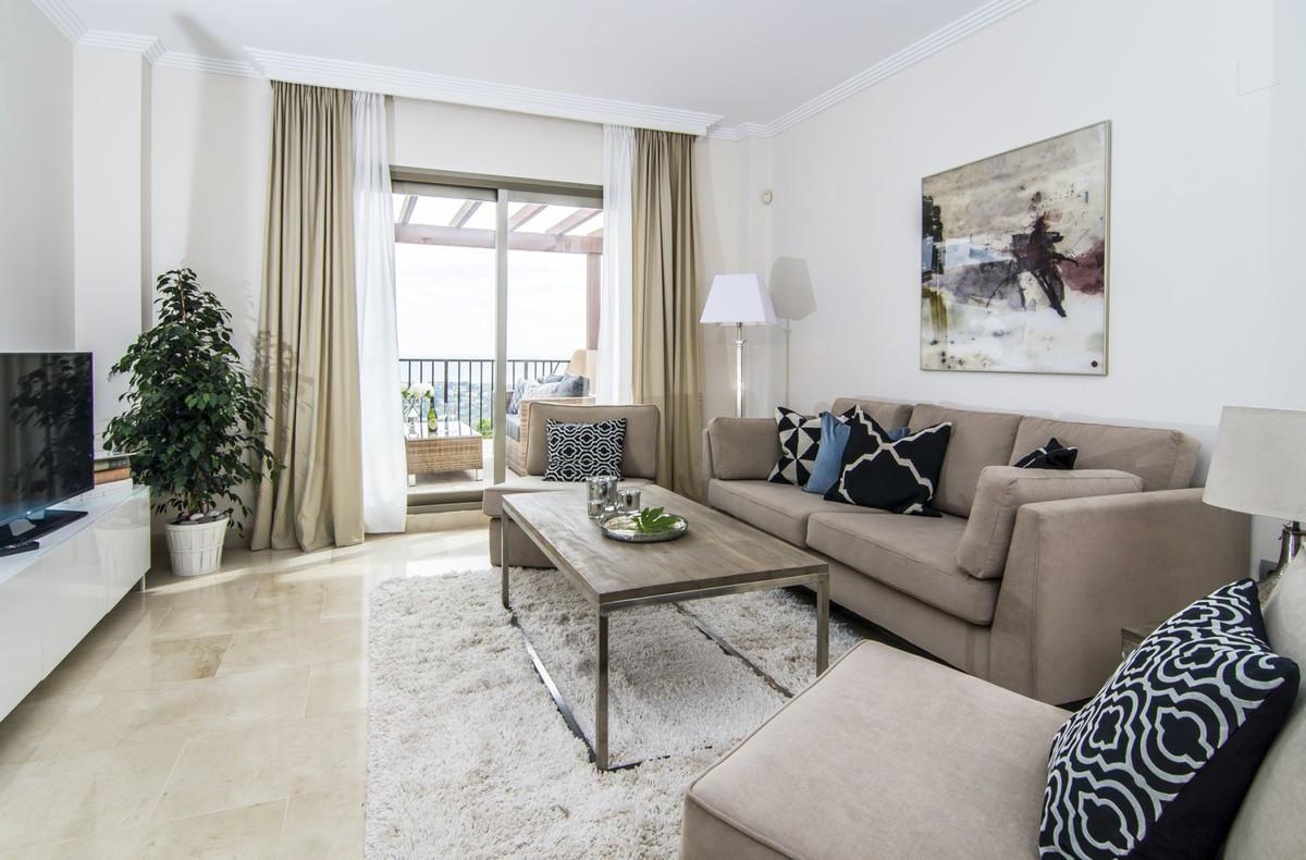 Apartamento Planta Media en Venta en Benahavís – R3661154