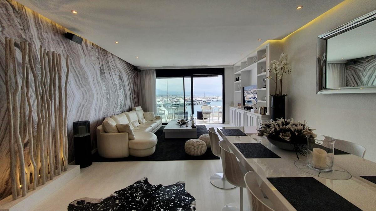 Apartamento Planta Media en Venta en Puerto Banús – R3693935