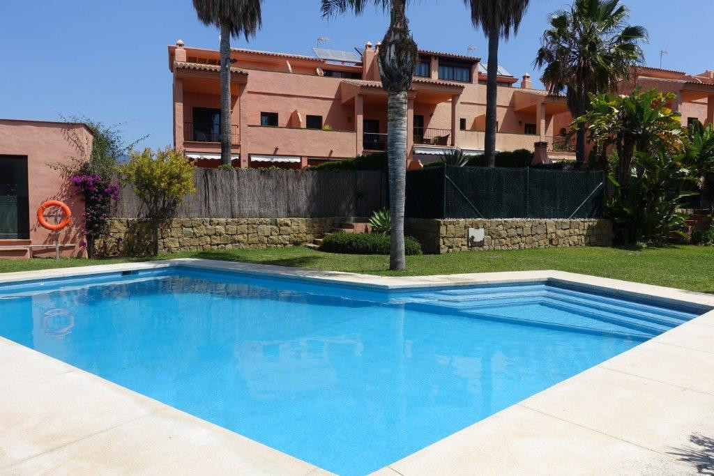 Semidetached in residential area in San Pedro - a few min. of the beach. GREAT LOCATION: In a quiet ,Spain