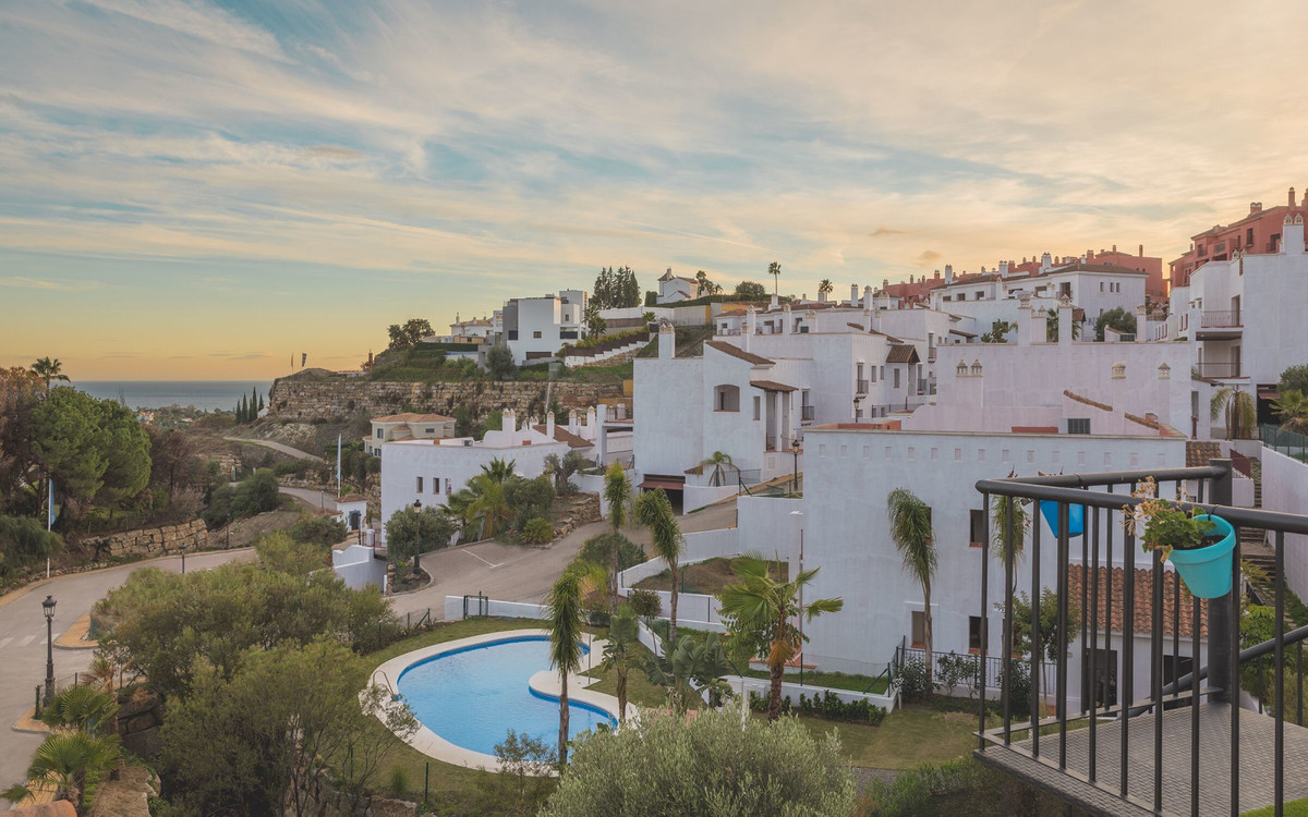 Beautiful contemporary penthouse located an elegant andalusian style community, with breathtaking se,Spain