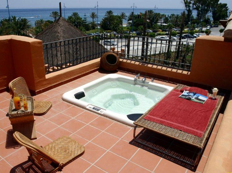 Duplex penthouse with fantastic views of the beach, sea and mountains. On the first floor is a large,Spain