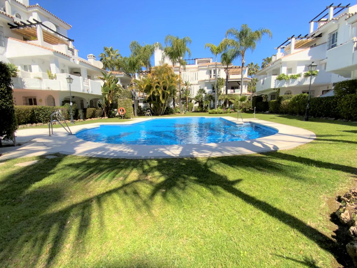 This townhouse is situated in los Naranjos, Nueva Andalucia at walking distance to shops, restaurant, Spain