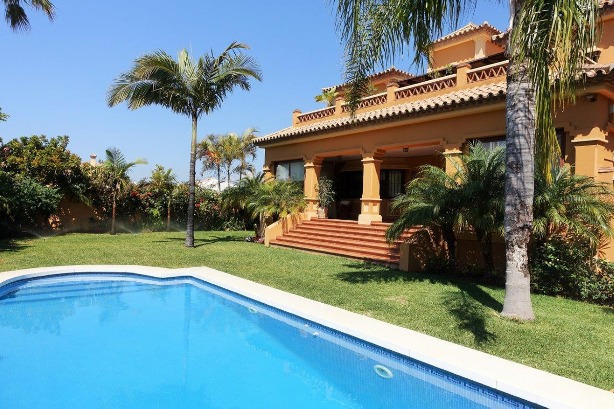 Marbella Banus Villa – Chalet en Venta en Cortijo Blanco – R2922308