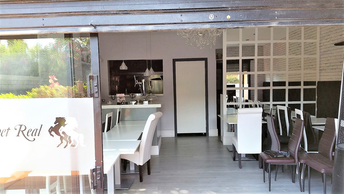 RENTED FOR LONG TERM Freehold - Restaurant for sale in Nueva Andalucia, in a very busy commercial ar, Spain