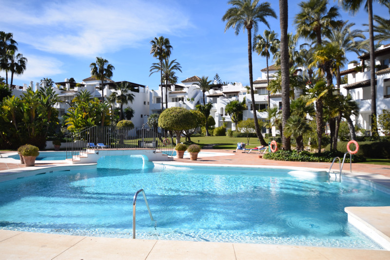 PROPERTY FOR SALE ALCAZABA BEACH (Estepona) 3