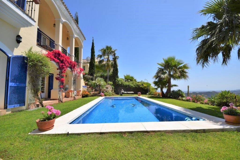 Spectacular villa built in a privileged location within Sierra Blanca Country Club a beautiful comun,Spain