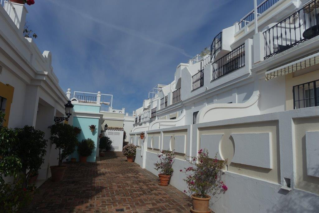 Beautiful townhouse in Aloha Pueblo. It consists of 2 bedrooms, 2 bathrooms, a spacious livingroom w, Spain