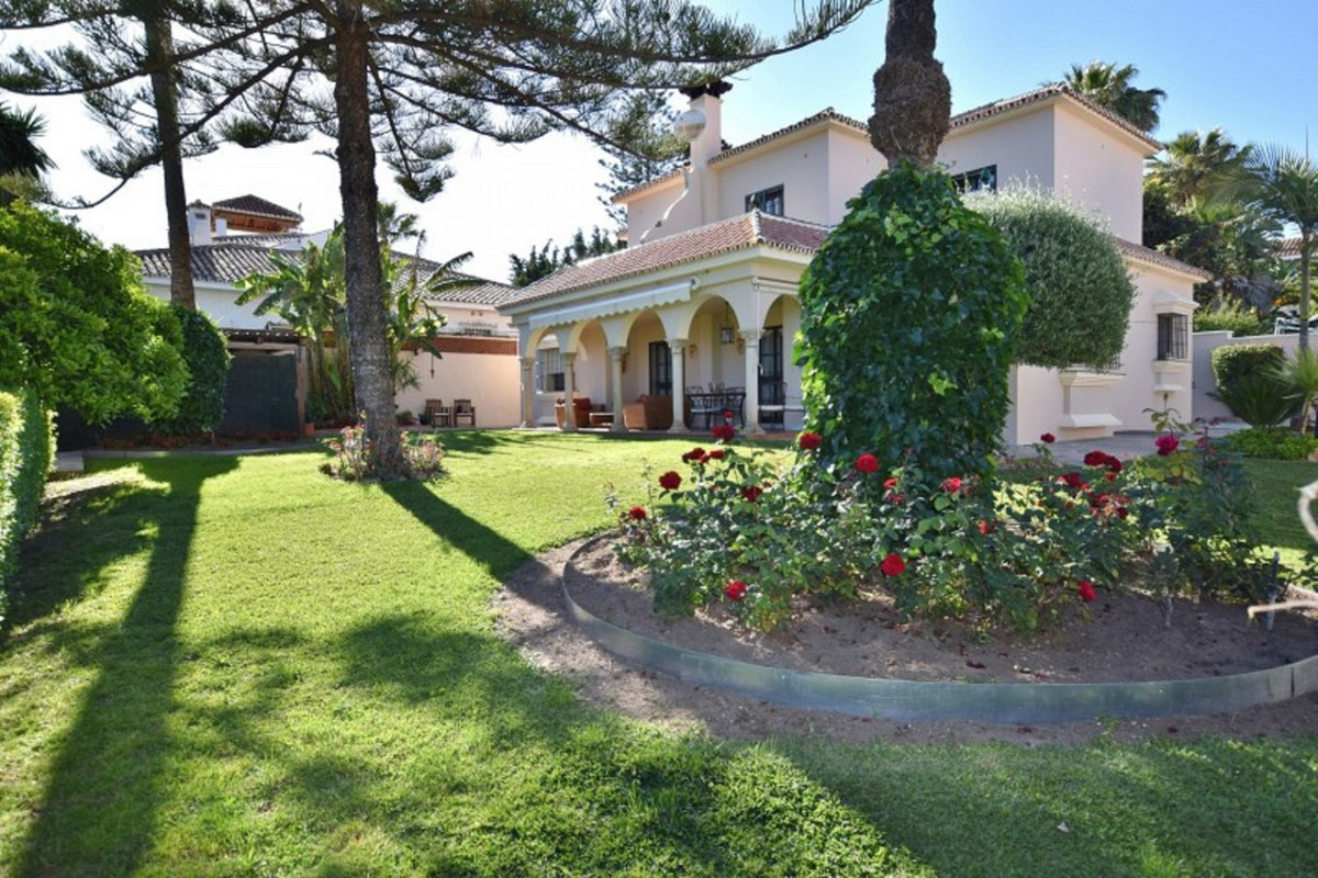 Villa – Chalet en Venta en San Pedro de Alcántara – R3376606