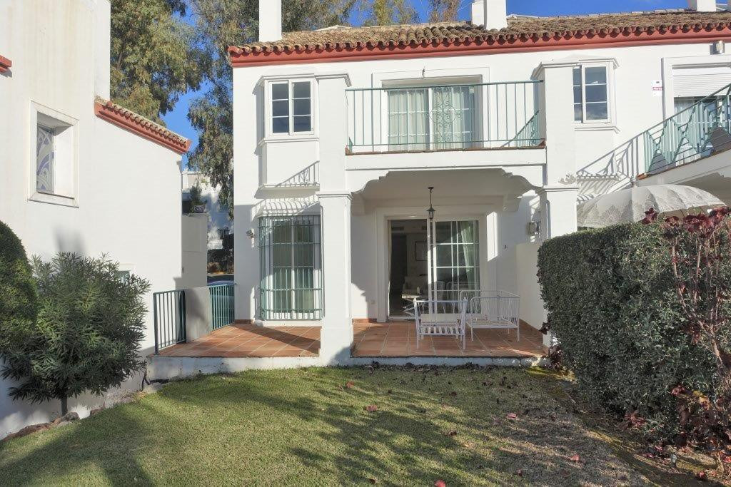 Great townhouse situated in Guadalmina Alta, in a very nice gated complex, with 24 h security, 2 swi,Spain