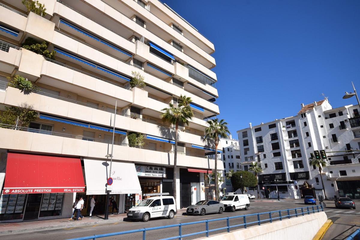 Marbella Banus Apartamento Planta Media en Venta en Puerto Banús – R3000371