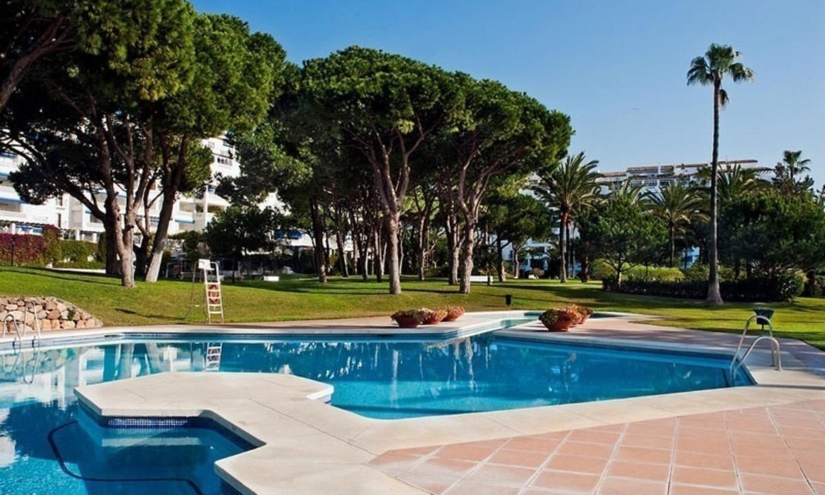 Marbella Banus Apartamento en Venta en Puerto Banús – R3386710