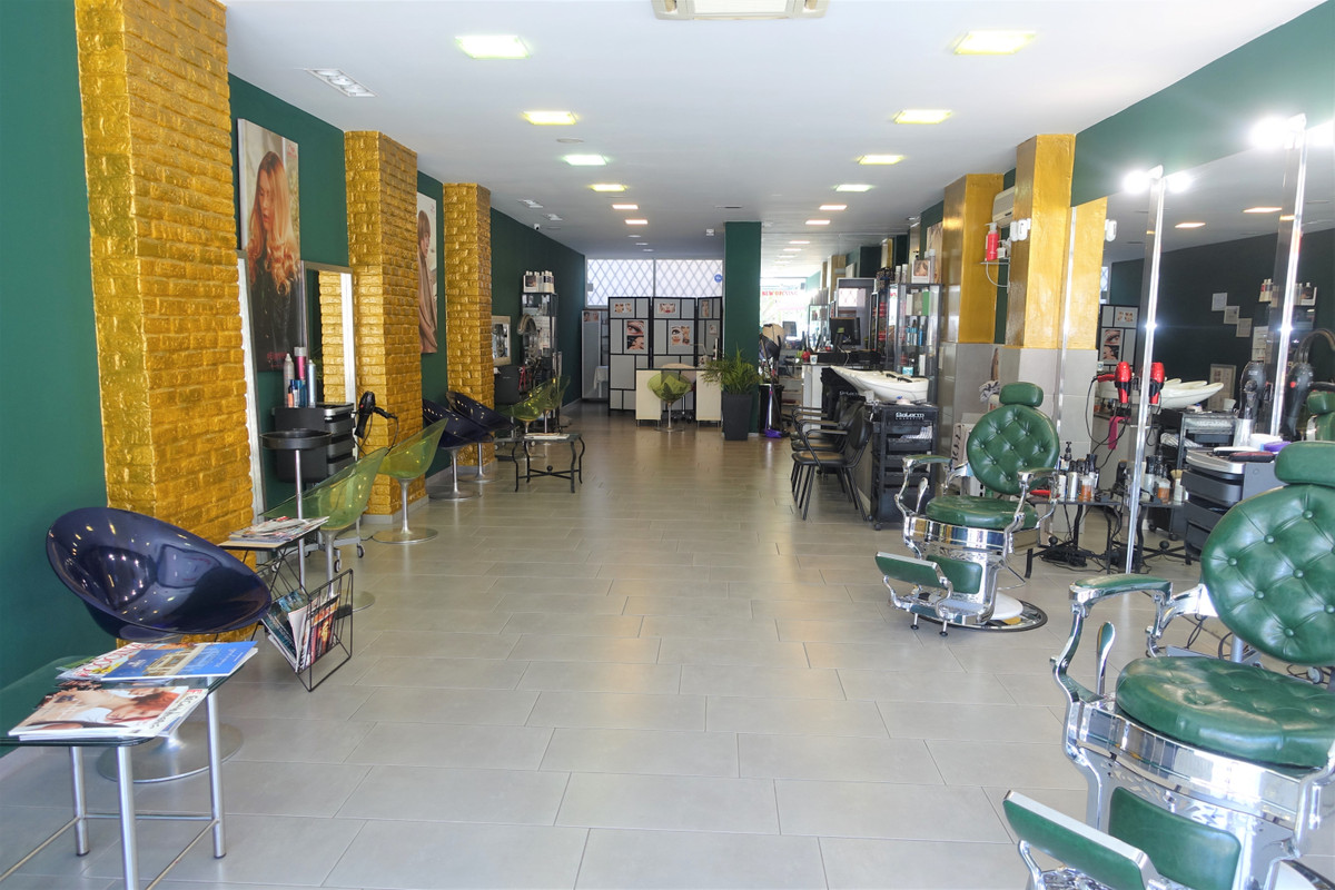 Fantastic hairdresser for rent with transfer, in the centre of Marbella. Fully equiped. Perfect loca, Spain