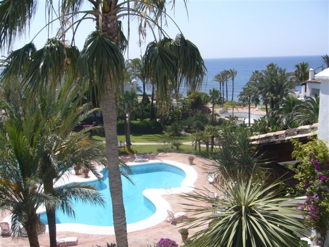 Situated in one of the most exclusive enclaves between Marbella and Estepona with 26000 square meter,Spain