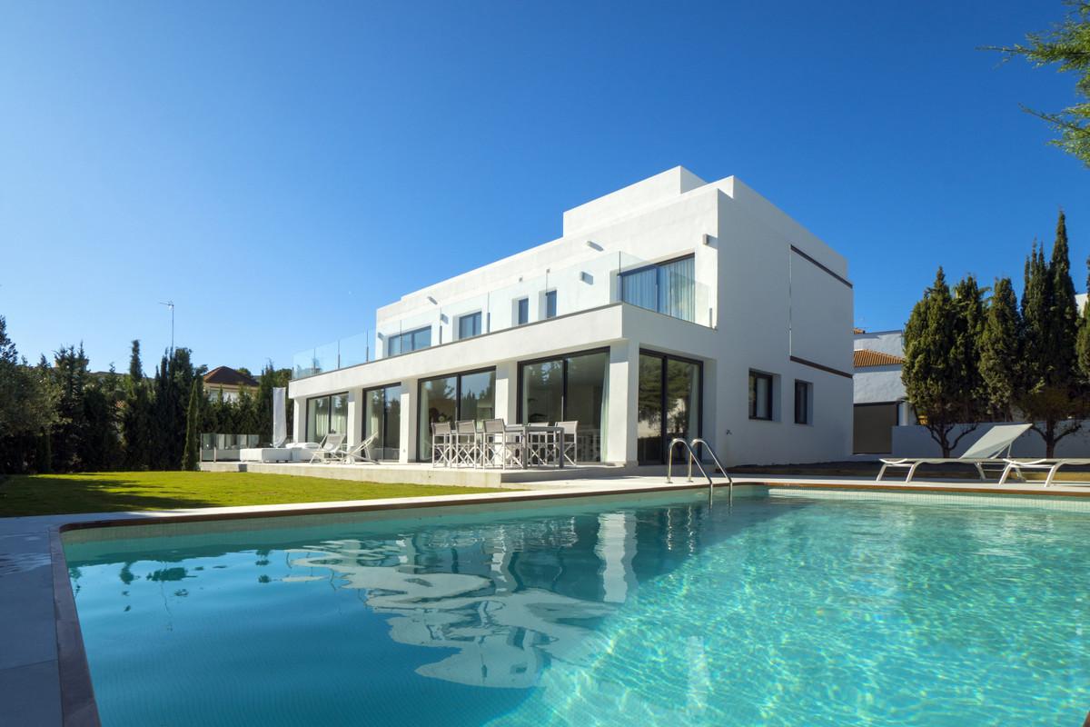 Detached Villa for sale in Nueva Andalucía R3541660