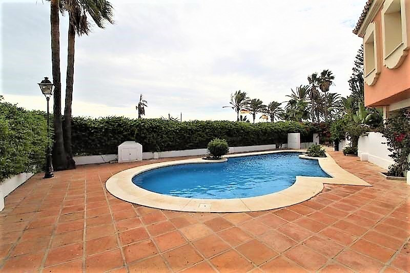 Great semi-detached house located in a beachfront urbanization in Puerto Banus, within walking dista, Spain