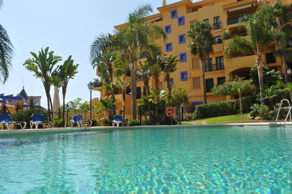 Fantastic location for a great holiday! Beautiful apartment located in a nice beachside gated urbani, Spain