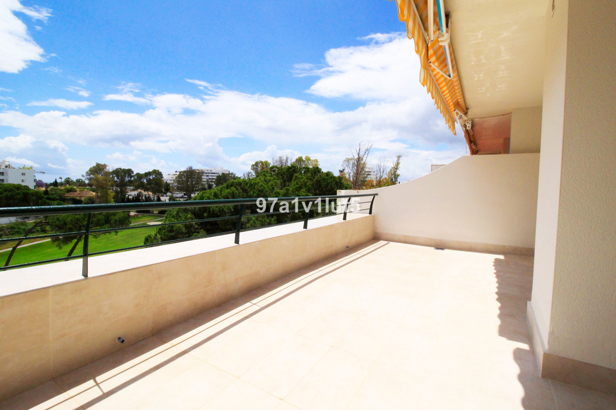 This fabulous recently refurbished unfurnished penthouse is rented for long term. It has on the grou, Spain