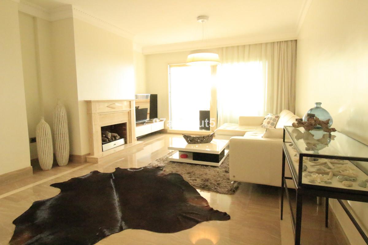 Marbella Banus Apartamento Planta Media en Venta en Sierra Blanca – R3652136