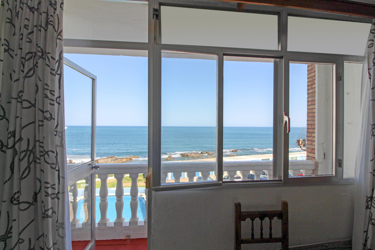 This apartment not only has an unbeatable location, but thanks to that, it has beautiful views. It iSpain
