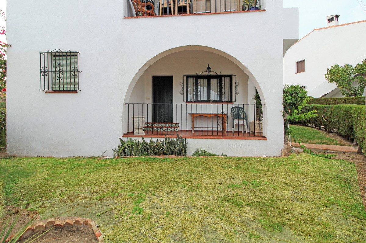 This spacious apartment has a big fully equipped kitchen, dining room, living room with fireplace fr,Spain