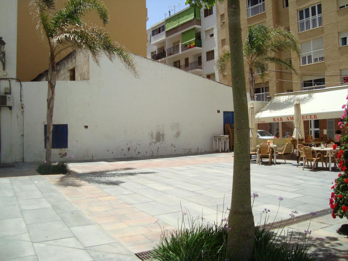 Business premise - garage, located in strategic corner to square in second line beach. Commercial ar,Spain