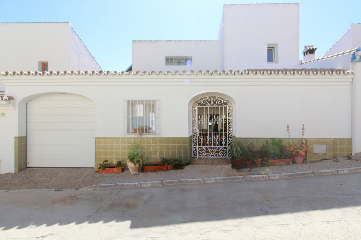 This house has 2 floors and a attic, including a garage with an automatic door. It is a spacious hou, Spain