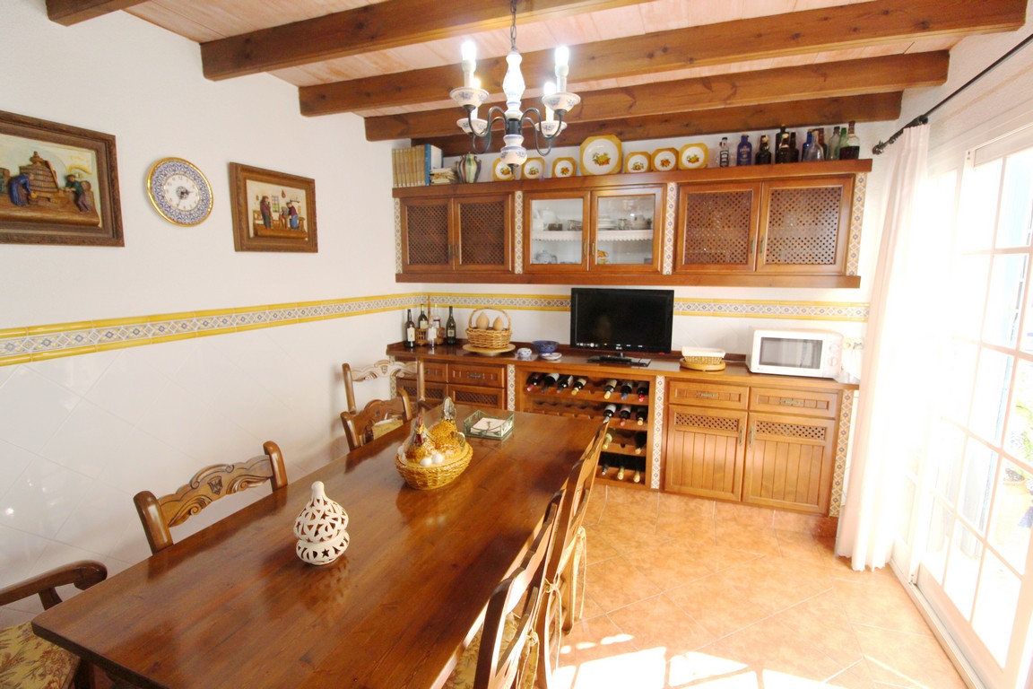 House in Algeciras R3204640 2