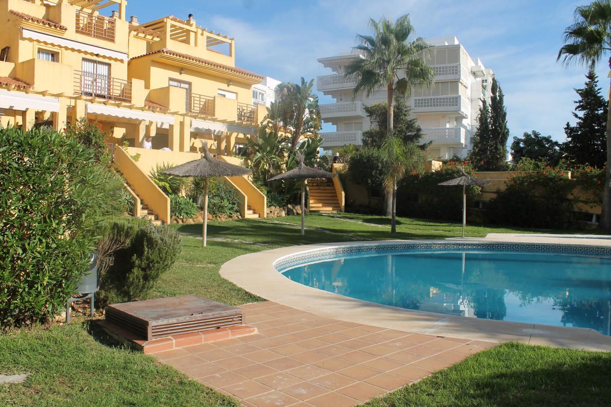Semi-Detached House, Estepona, Costa del Sol. 3 Bedrooms, 3 Bathrooms, Built 237 m², Terrace 50 m². ,Spain